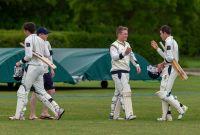 Captain-congratulates-the-batsmen