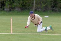 Nick-Moorman-attempts-a-run-out